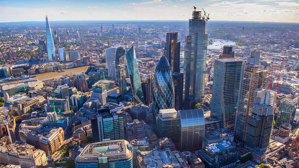 Breaking boundaries, engineering the city